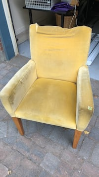 Arm Chair Pointe-Claire, H9R 5B6