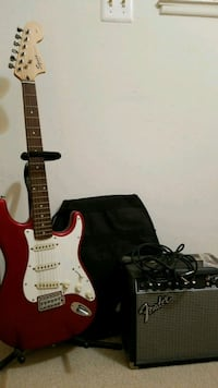 Red & White Squier electric guitar with amp Manassas, 20110