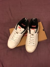 Pair of white-and-black Levi's  sneakers Fresno, 93725