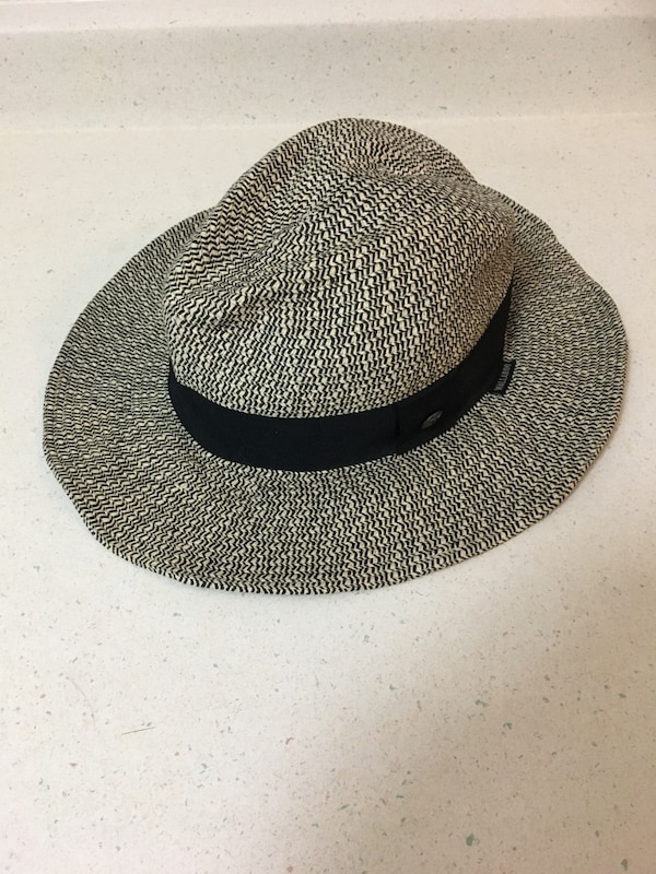 Used Wallaroo Josie Hat foldable with spf 50 for sale in Vancouver ... b6fd2f74f28