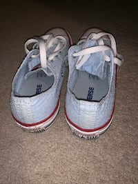 Baby blue women's converse  London, N5Y 4V4