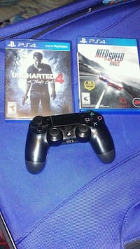 Ps4 wireless controller with 2 games The Bronx, 10472