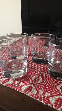 Crate and barrel - four clear drinking glass Yorktown, 10598