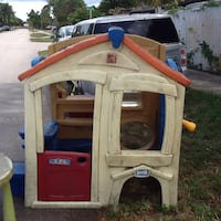 White and red plastic playhouse Delray Beach, 33444