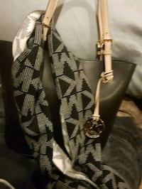 Mk tote and mk scarf Trade for another purse Middletown, 45044