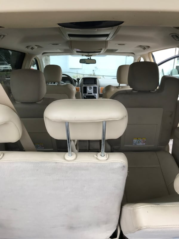2008 Chrysler Town & Country Limited 3bebd720-37c1-4502-a878-c9844293e534