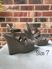 Gray strappy wedges  Springfield, 22151