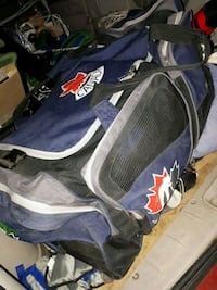 HOCKEY BAG WITH WHEELS AND PULL OUT HANDLE Port Moody