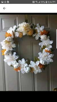 Gorgeous  wreath  Whitby, L1N 8X2