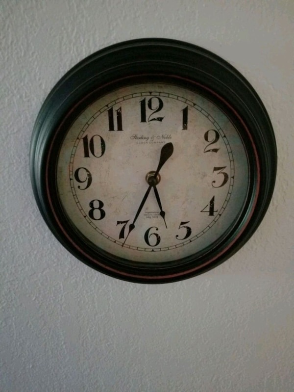 9 inch diameter clock keeps perfect time