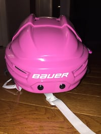 Youth pink bauer helmet Whitchurch-Stouffville, L4A 7Y8