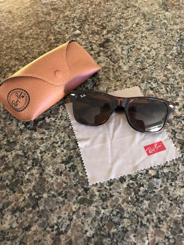 c04458d0dd Used Ray Ban Wayfarer Authentic for sale in Toronto - letgo