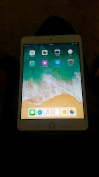 white Apple Ipad Mini 4 in great condition  Gaithersburg, 20877