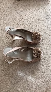 pair of gray leather open-toe heeled sandals 42 km