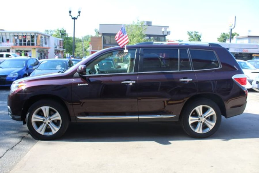 Used 2011 Toyota Highlander for sale 9a1d8923-7f0d-4282-8ad9-20412fef8f77