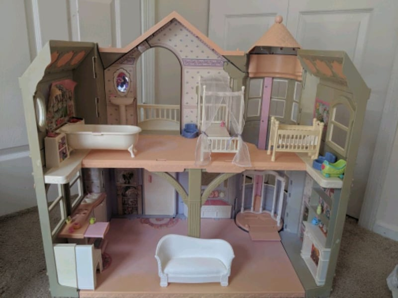 Barbie Victorian Dream House d9d0535d-6270-4972-b22f-a07b9a9ddec1