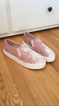 Forever21 crushed velvet slip ons - 9 Cambridge, N3H 2R6
