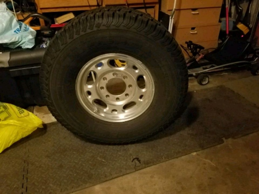 Photo (4) 3/4 ton GMC 16in Wheels with A/T like new tires