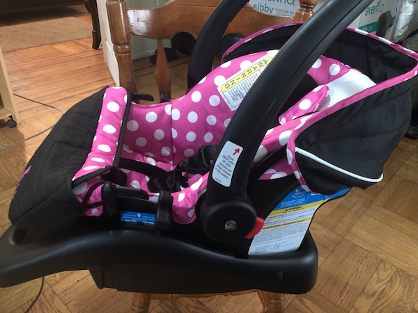 Babys Black And Pink Minnie Mouse Car Seat