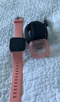 Fitbit Versa Rose Gold with Charger and Case Toronto, M2K 2H7