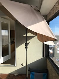 Gorgeous outdoor umbrella for deck or table!! //780//7o8//1277 Edmonton, T6G 1E9