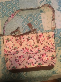 White and pink floral tote bag from aldo brand new never used  Surrey, V3R 5Y1