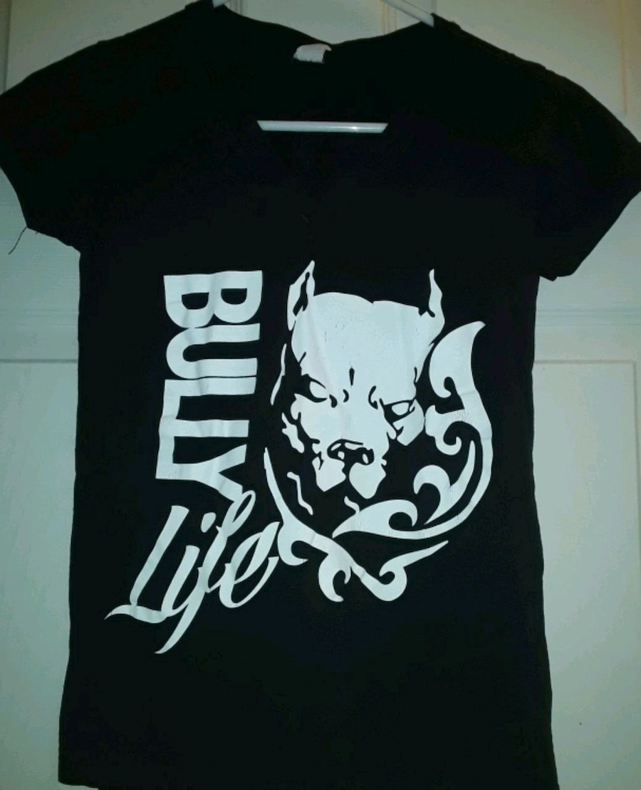 Photo BLACK SHORT SLEEVES TSHIRT BULLY LIFE WITH A DOG ON THE FRONT OF IT
