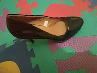 pair of black leather heeled shoes 25 mi