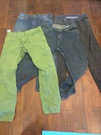 4 pairs of like new jeans Houston, 77018