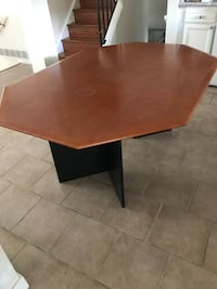 Extendable Dinning table ( without chairs) Anmore, V3H