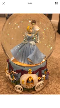 Enesco Disney's Cinderella & Prince Charming Snow Globe! Baltimore, 21222