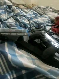 Ps4 with controller 2 games Killeen, 76549