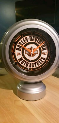 $25 gift card and Harley Davidson tabletop Neon Clock