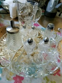 clear glass decanter with four drinking glasses Milwaukee, 53204
