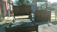 Like new queen bed set Houston, 77033