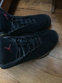 pair of black Air Jordan basketball shoes 45 km