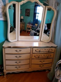 brown wooden dresser with mirror Kingsport, 37664