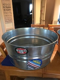 16 3/4 gallon galvenized sheet round tub Herndon, 20171