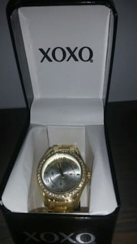 round gold-colored analog watch with box Norwich, 06360
