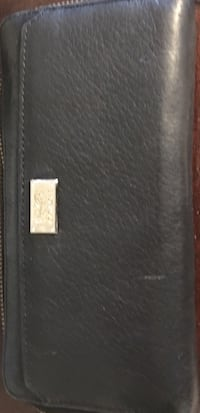 Authentic zip leather Coach wallet Maple Ridge, V2X