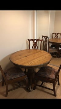 round brown wooden table with four chairs dining set Los Angeles, 90045