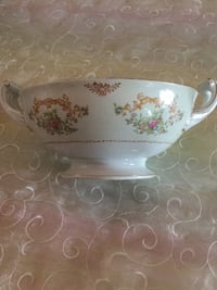 White and pink floral ceramic bowl.pick up only and price as is. Los Angeles