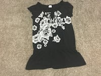 Ladies size medium top brand new without tags  Milton