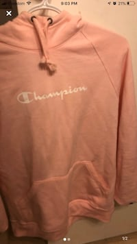Pink champion sweater Cambridge, N1R 6G2