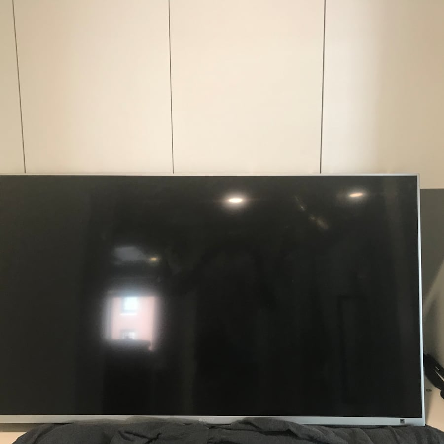 """50"""" LED Sony Smart tv with wall mount"""