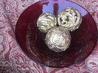 Table decor plate with gold balls negotiable