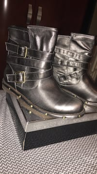 pair of black leather boots Laval, H7M 4V5