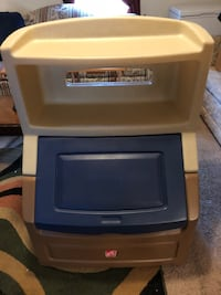 Gently used toy box