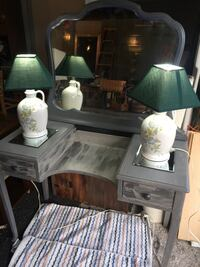 Wooden vanity with mirror and two matching lamps 42x20x30 Massillon, 44646