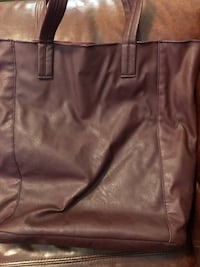 Faux leatherette large shoulder bag.  Open top.  Some wear in handles  Summerfield, 34491